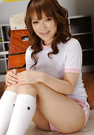 Teen Nazuna Otoi showing her natural body