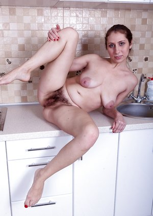 Baby Boom strips naked in her kitchen