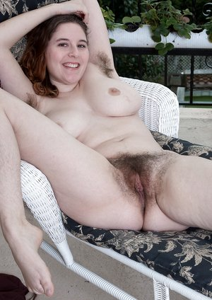 Eleanor Rose strips naked on her balcony