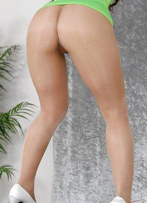 Reona Kanzaki masturbation through pantyhose